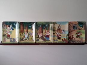 Lot 033 Set of 5 Snow White and the 7 Dwarfs Bradford Exchange Plates with Shelf and Framed Poster PICK UP IN HOWARD BEACH