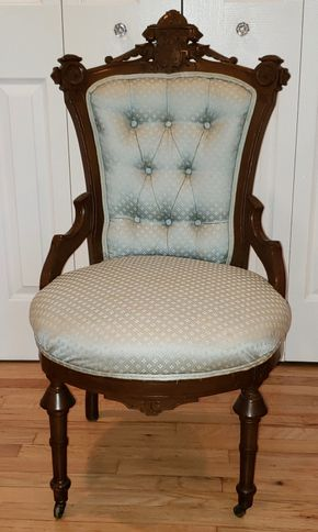 Lot 009 Pd-PU/Victorian Upholstered  Armchair PICK UP IN WEST ISLIP, NY