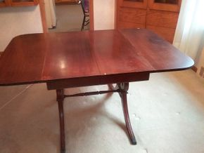 Lot 004 Dining Room Table with one 15Inch Leaf 29H x 40W x 58.5L PICK UP IN NORTHPORT