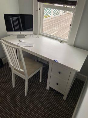 Lot 019 2 drawer White desk w/chair 63in L X 25in W 29in H PICK UP IN GARDEN CITY 1