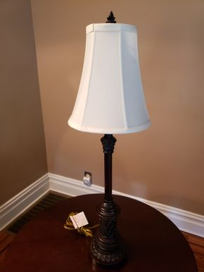 Lot 015 Table Lamp 31.5H PICK UP IN GARDEN CITY,NY