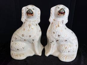 Lot 035 Del. Peter/Pair of Lavigne White Pair Staffordshire Dogs PICK UP IN PECONIC/RIVERHEAD