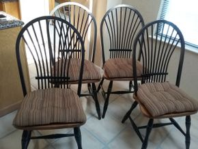 Lot 014 Lot Of 4 Kitchen Table Chairs 40.5H x 17W x 19 L PICK UP IN MANHASSET