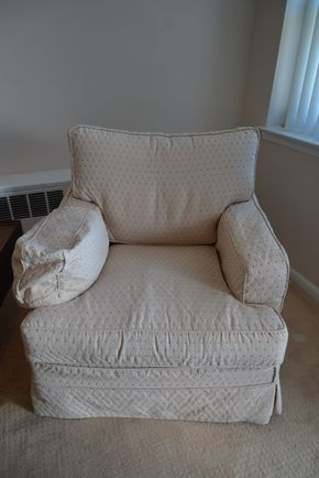 Lot 019 Thomasville Slip Cover Arm Chair 32.5H x 34W x 28.5L PICK UP IN GLEN COVE, NY