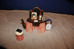 Lot 011 Vanity Style Ceramic Tea Pot ITEMS CAN BE PICKED  UP IN WESTBURY