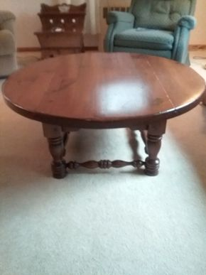 Lot 001 Early American Pine Coffee Table 16H x 42W x 42L PICK UP IN NORTHPORT