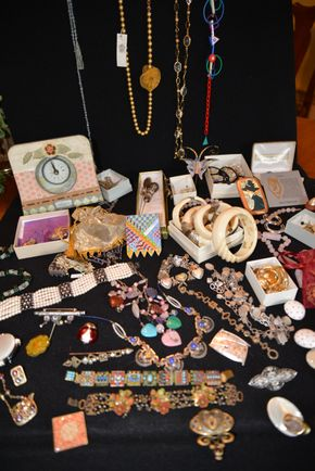 Lot 021 Delivery Large Lot of Costume Jewelry PICK UP IN PORT WASHINGTON, NY