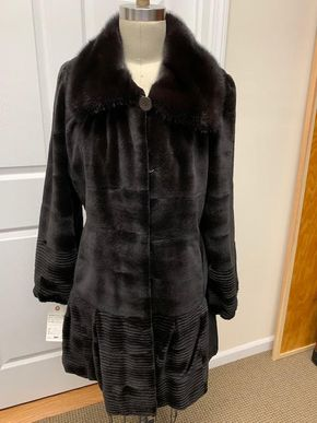 Lot 030 Brown Super Sheared Horizontal Mink w/Long Hair Collar Size 12 Length 36 inches Sleeve 30 inches Sweep 74 inches Style 3442 - - Item Num: 7603-36