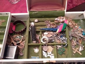 Lot 027 PICKING UP Lot of Costume Jewelry PICK UP IN HOWARD BEACH