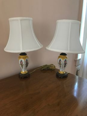 Lot 061 Lot of 2 Decorative Lamps 14 inches High CAN BE PICKED UP IN GARDEN CITY.