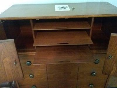 Lot 032 3 Drawer Henredon Dresser With Cabinet 46.5H x 18.5W ...